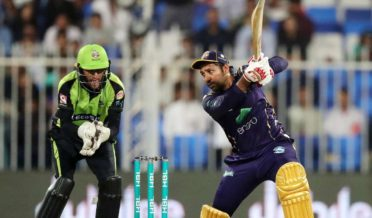 PSL 2019: Watch Sarfaraz hits last ball six
